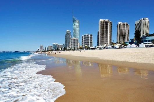australia-queensland-gold-coast-surfers-paradise-beach