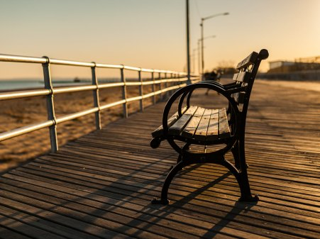 Bench-At-Brighton-Beach-Boardwalk-1600