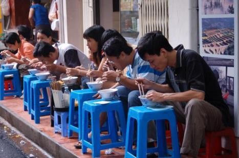 hanoi-street-food-1